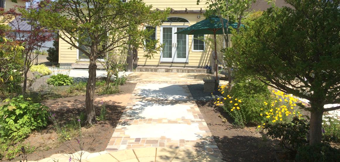 施工事例広い庭の導線を考えたデザイン
